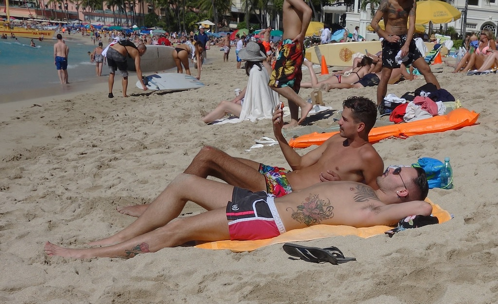 tanning with tattoos