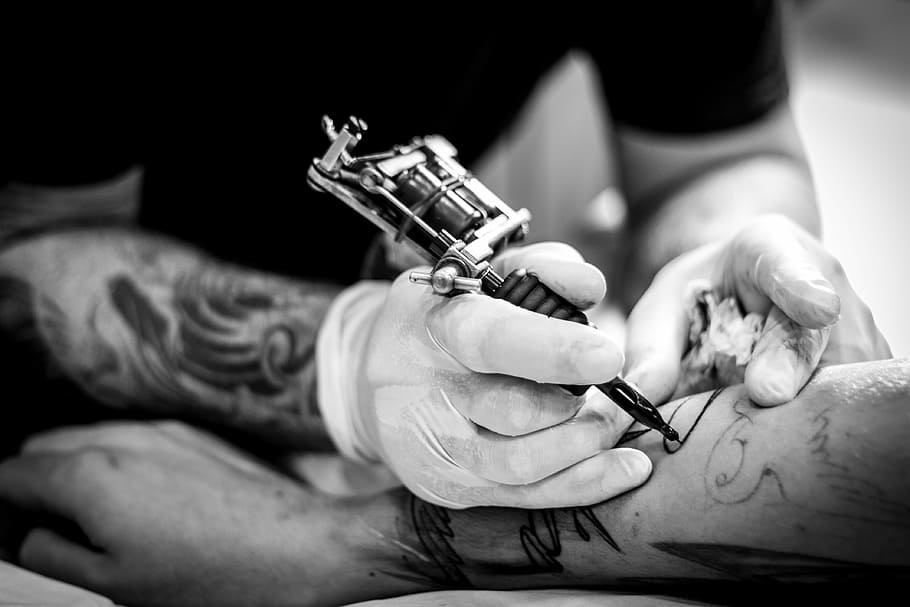 how does a tattoo machine work